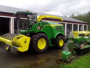 johndeere8200